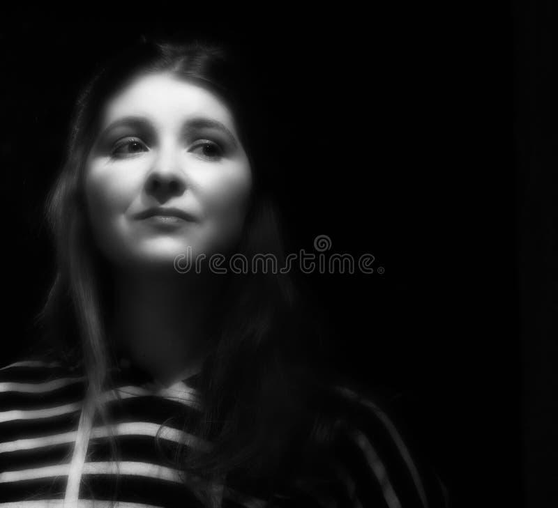 vitt kvinnabarn för svart stående royaltyfri foto