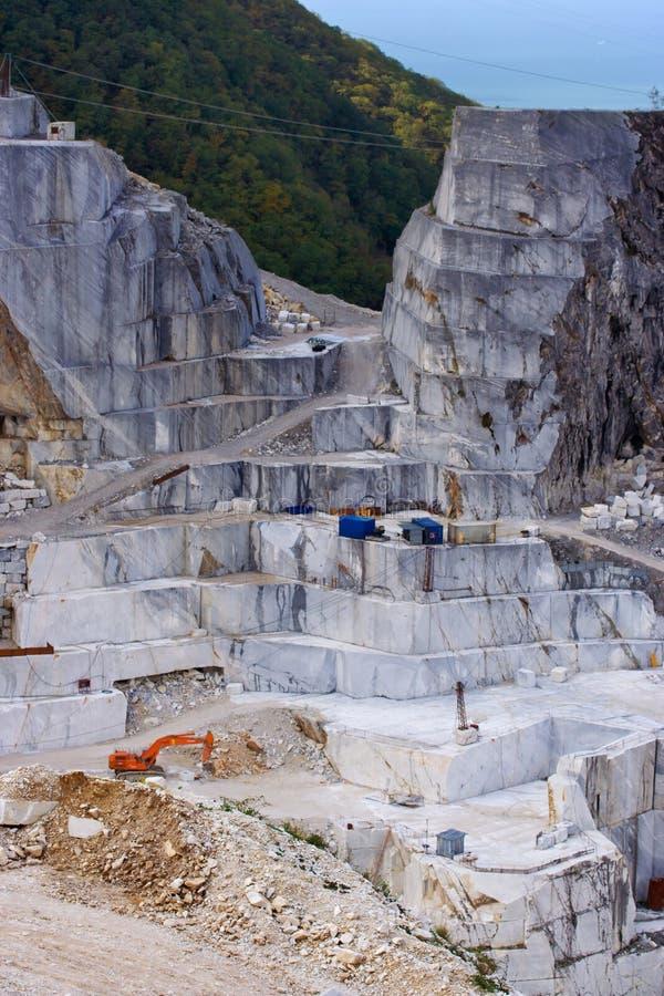 Vitt marmorvillebråd i Carrara royaltyfri fotografi