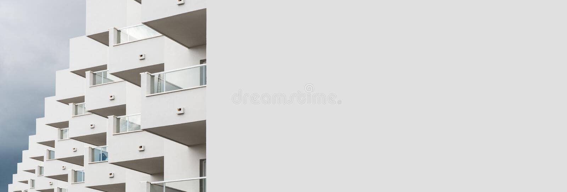 Vitt modernt hus för panorama- bild i Ibiza spain royaltyfria foton
