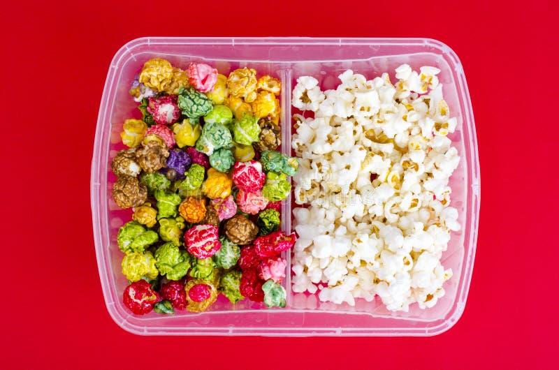 Vitt och glasat popcorn royaltyfria foton