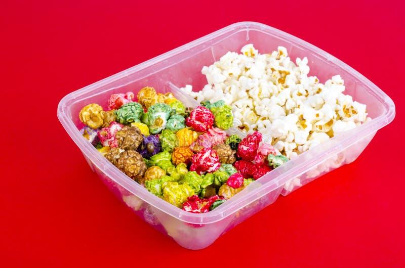 Vitt och glasat popcorn royaltyfria bilder