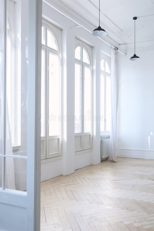 Vitt rum i vindinre royaltyfri bild
