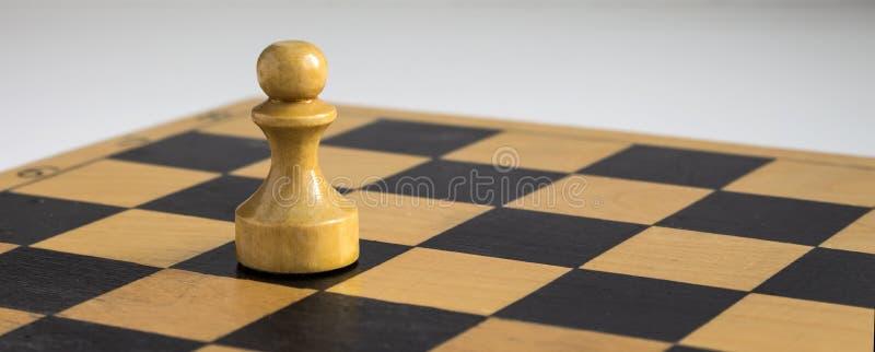 Vitt schack pantsätter på brädet royaltyfria foton