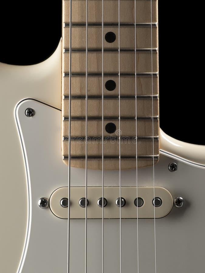 Vitt slut för elektrisk gitarr upp royaltyfria bilder