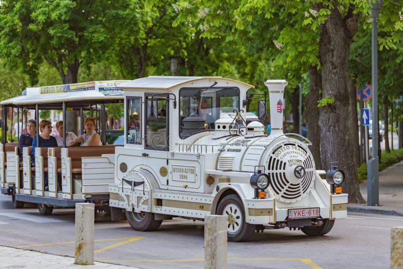 Download Vitt Turist- Drev I Staden Balatonfured Av Ungern Redaktionell Arkivbild - Bild av landmark, berömdt: 78731307