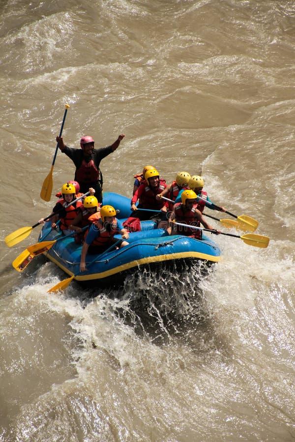 Vitt vatten som rafting i Nepal arkivbild