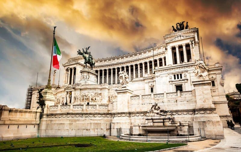 Download Vittoriano zdjęcie stock. Obraz złożonej z niebo, plenerowy - 53792158