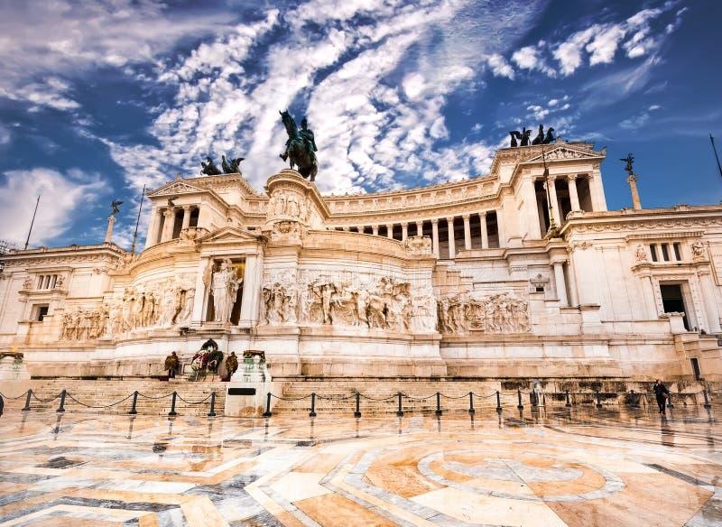 Download Vittoriano w Roma zdjęcie stock. Obraz złożonej z błękitny - 53792428