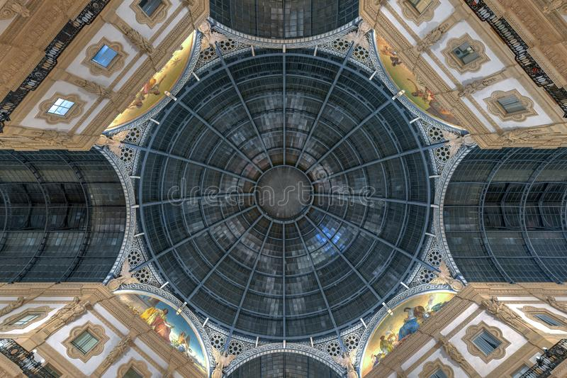 Vittorio Emanuele ΙΙ στοά - Μιλάνο, Ιταλία στοκ εικόνα με δικαίωμα ελεύθερης χρήσης