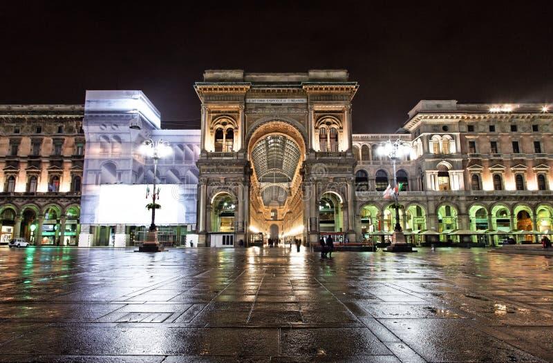 Vittorio Emanuele II Galerie nachts, Mailand lizenzfreie stockbilder
