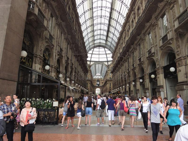 Vittorio Emanuele shoppinggata royaltyfria bilder