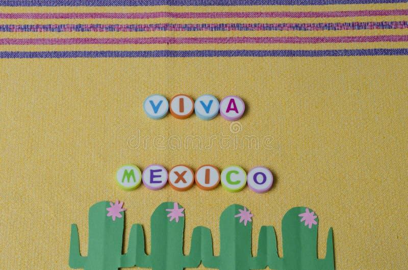 Viva Mexico hizo de letras coloridas y del cactus del Libro Verde fotos de archivo