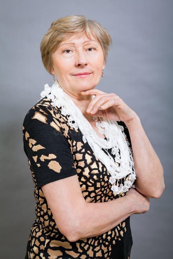 Vivacious szczęśliwa starsza kobieta zdjęcia royalty free