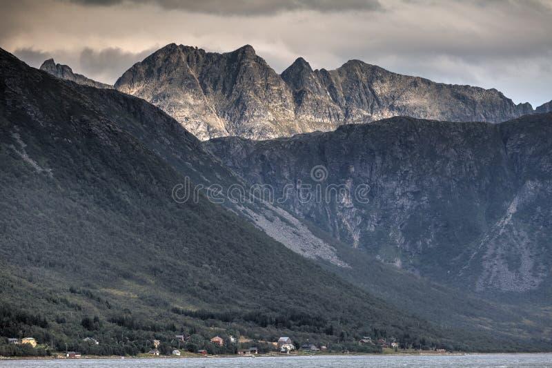 Vivant sur The Edge, Kvaløya, Norvège images libres de droits