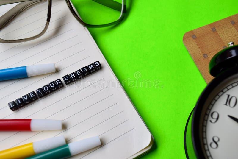 Vive il vostro messaggio di sogni sui concetti di motivazione e di istruzione fotografia stock libera da diritti