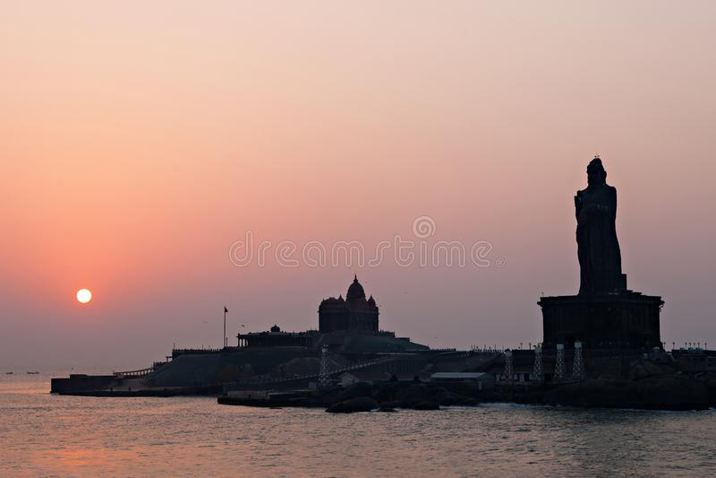 Vivekananda和Thiruvalluvar雕象 库存图片