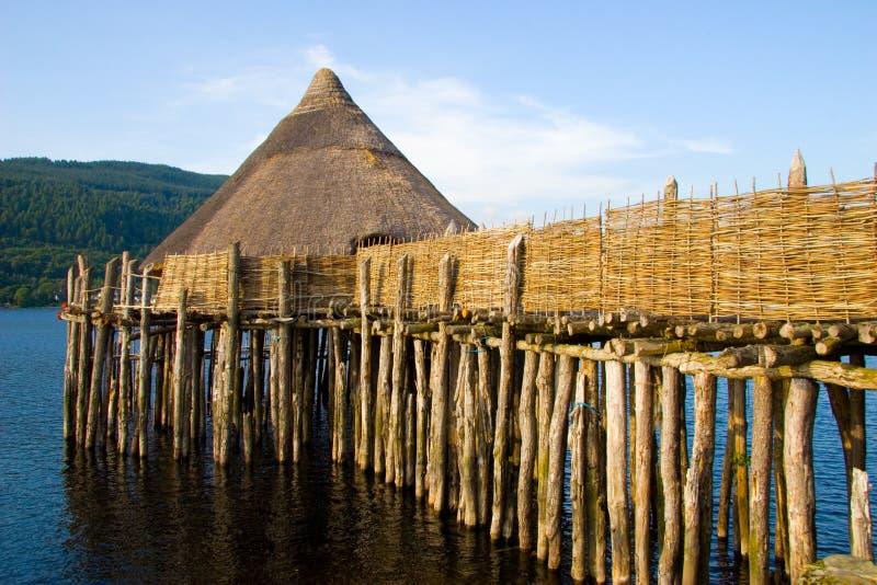 Vivienda antigua del lago de Crannog imágenes de archivo libres de regalías