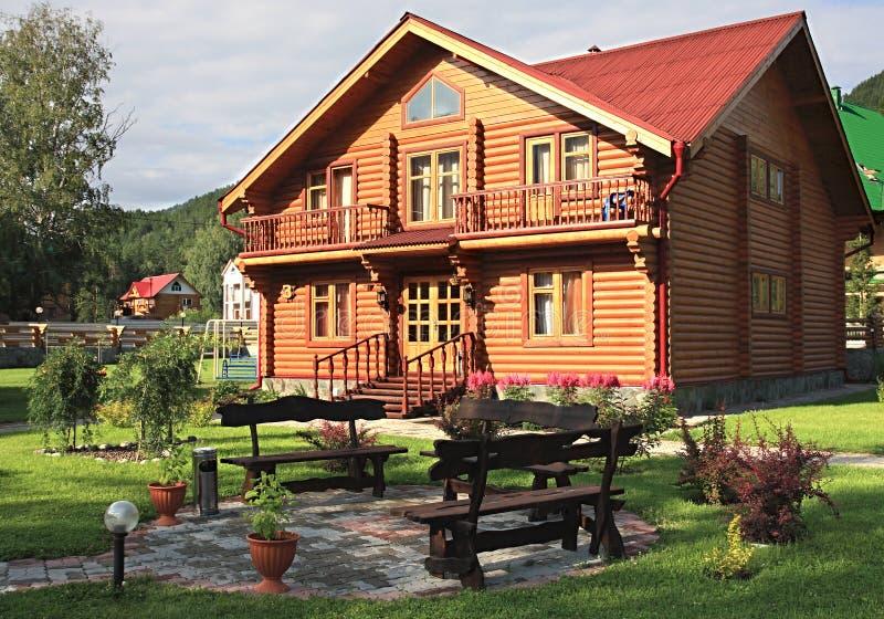 Vivienda-casa de madera. fotos de archivo libres de regalías