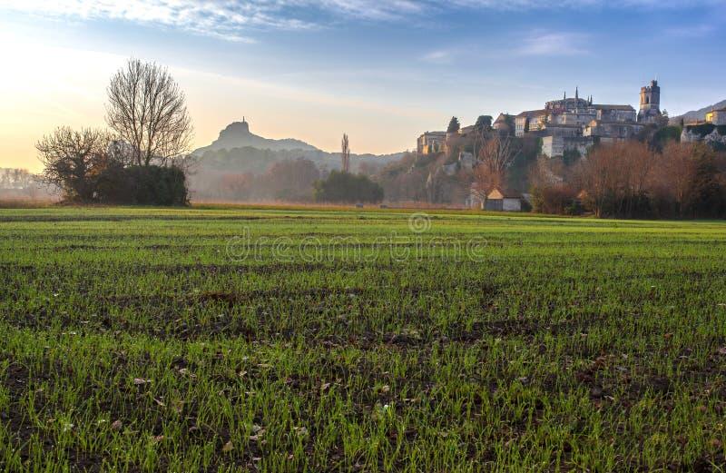 Viviers Cityscape i gryningmorgonljuset royaltyfri fotografi