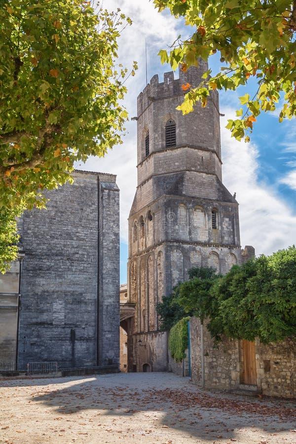 Viviers domkyrka i byn Viviers i den Ardeche regionnollan arkivbilder