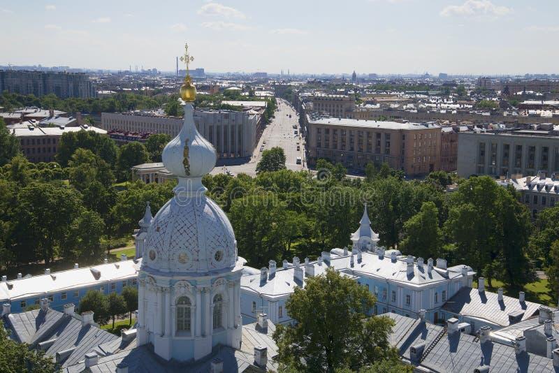 Download Viw на начале перспективы Suvorovsky от вершины собора Smolny святой Petersburg Стоковое Фото - изображение насчитывающей крест, leningrad: 81811098