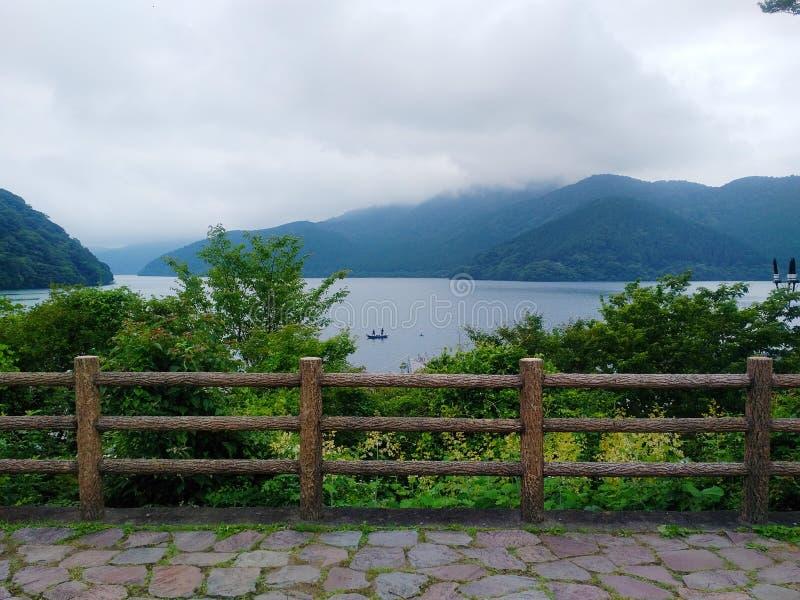 Viwe van meer Ashi op Hakone-gebied royalty-vrije stock afbeeldingen