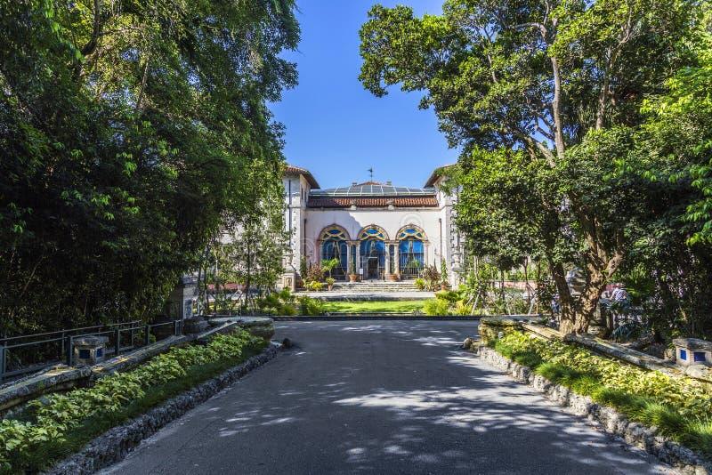 Vizcaya, μεγαλύτερη κατοικία Floridas κάτω από το μπλε ουρανό στοκ εικόνα με δικαίωμα ελεύθερης χρήσης