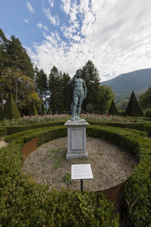 Vizille Isere, Frankrike, September 30 2018: Trädgård av chateauen arkivfoto