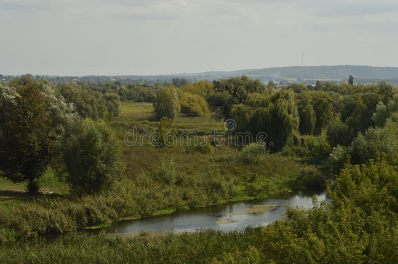 A vizinhança do castelo na cidade de Dubno, região de Rivne , Ucrânia fotografia de stock