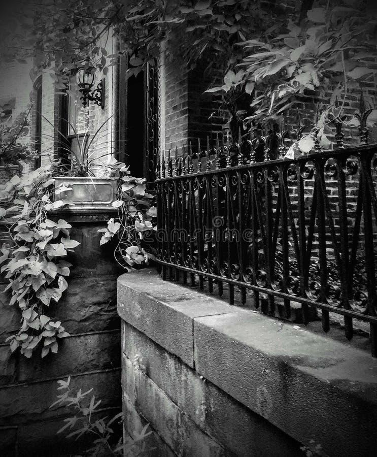 Vizinhança preto e branco do monte de Baltimore Maryland Bolton em Park Avenue imagem de stock