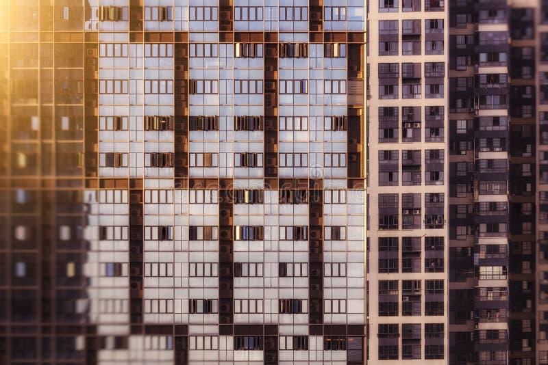 Vizinhan?a residencial com vida do alto densidade imagens de stock royalty free