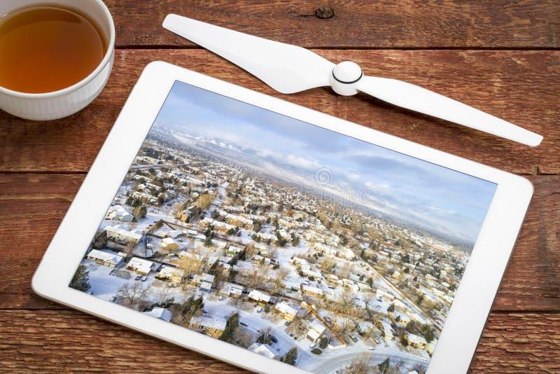 Vizinhança residencial no cenário do inverno imagem de stock