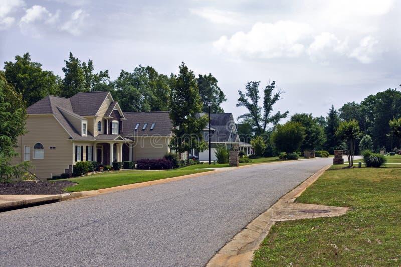 Vizinhança suburbana moderna fotos de stock royalty free