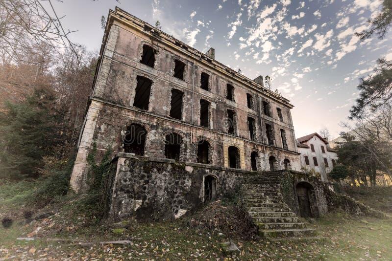 Vizzavona的遗弃旅馆在可西嘉岛 免版税库存图片