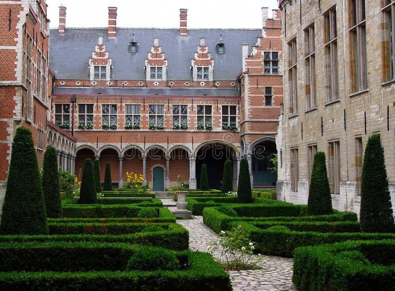 Vlaamse binnenplaats 1