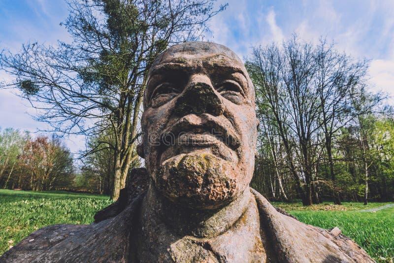 Vladimir Lenin Stone Bust abandonné à Potsdam images stock