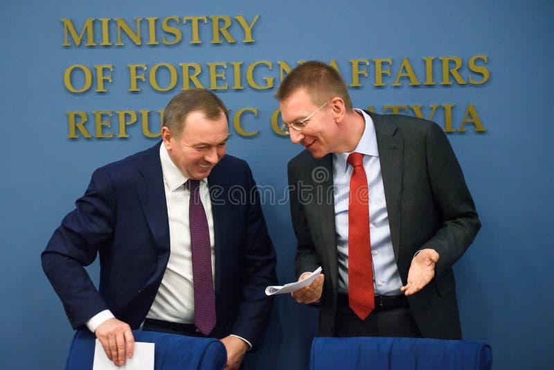 Vladimir Makei, ministro de asuntos exteriores de Bielorrusia y de Edgars Rinkevics, ministro de asuntos exteriores de Letonia foto de archivo libre de regalías