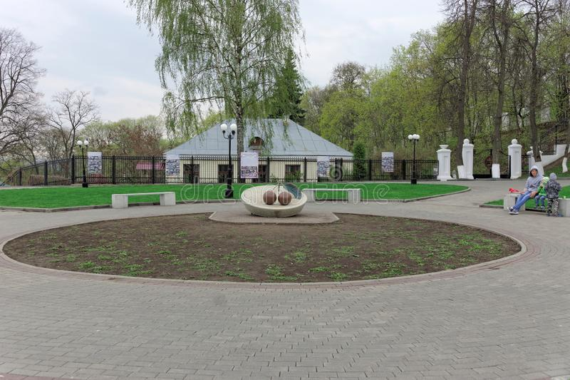 Vladimir, Rússia - 6 de maio 2018 Monumento à cereja de Vladimir na plataforma de observação do monte de Spassky fotografia de stock