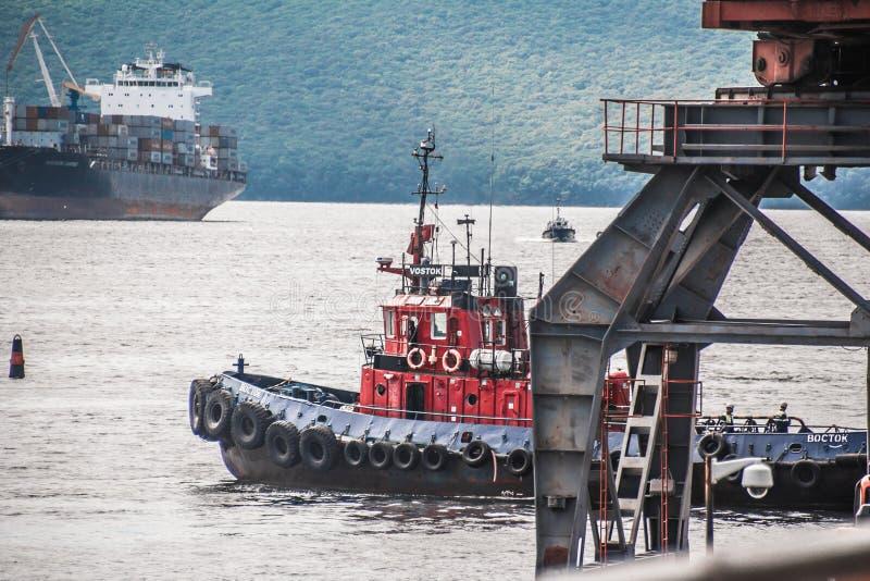 Vladivostok e seus navios imagem de stock royalty free