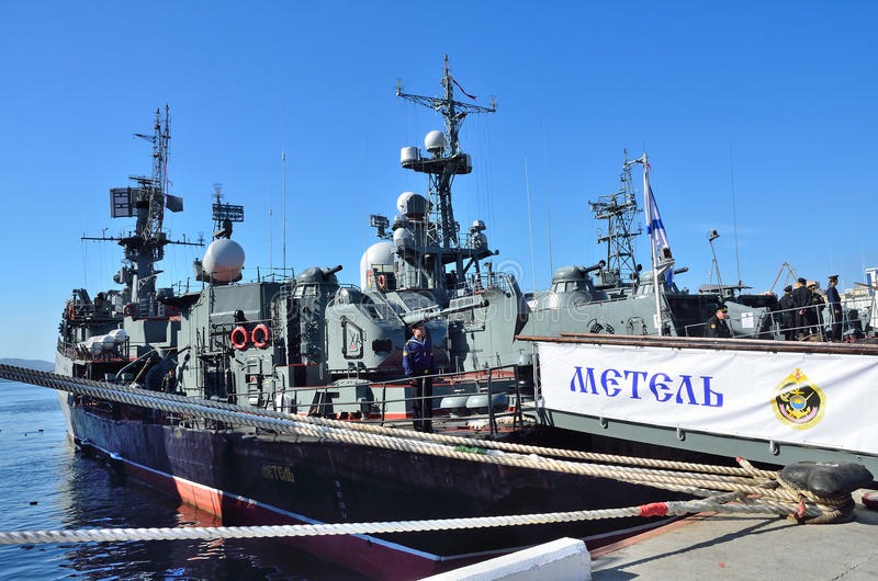Vladivostok, 05 Oktober, 2015 Metel is een klein anti-submarine schip stock foto's