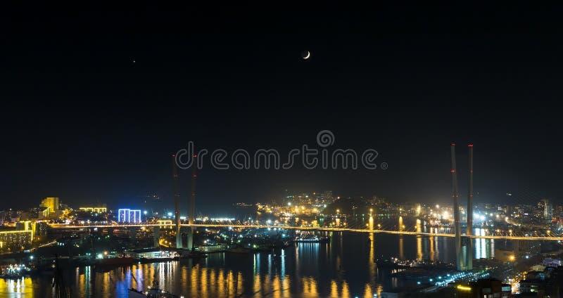 Vladivostok, opinião da noite. fotografia de stock