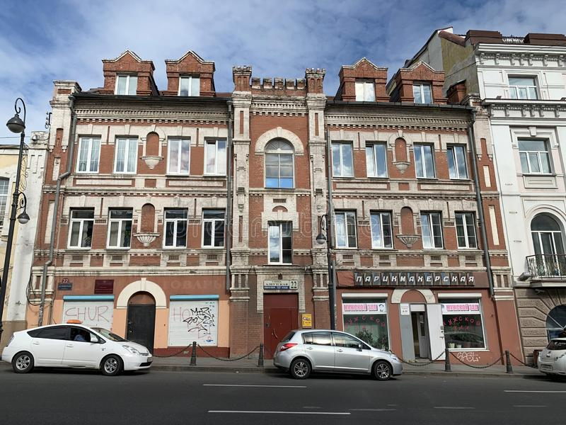 Vladivostok Ryssland, Maj, 22, 2019 Historisk byggnad på adressen: Aleutskaya gata, hus 22 Tidigare teater-kabaret 'lotusblommor, fotografering för bildbyråer