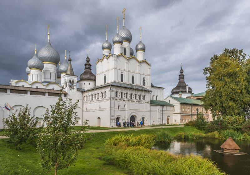 Vladyki gård av den Rostov Kreml royaltyfri bild