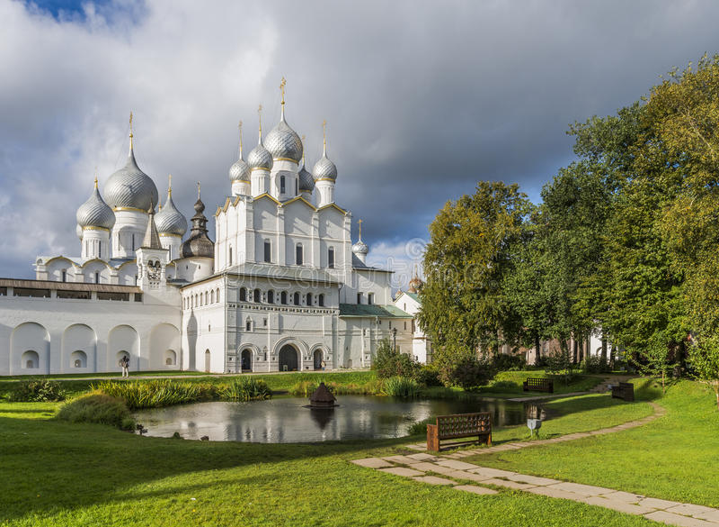 Vladyki gård av den Rostov Kreml royaltyfria foton
