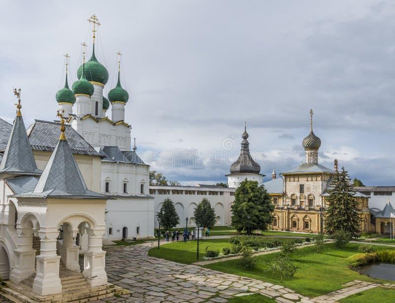 Vladyki gård av den Rostov Kreml royaltyfria bilder