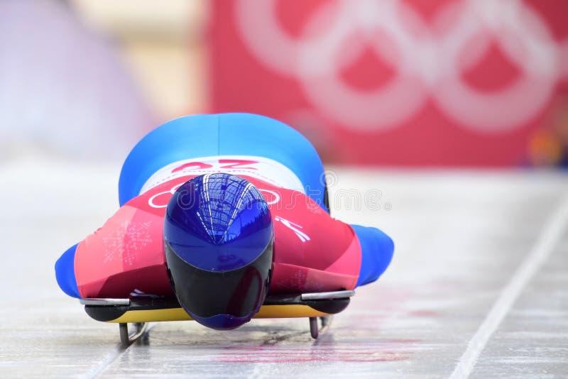 Vladyslav Heraskevych von Ukraine konkurriert in der Skeleton Mann-offiziellen Trainings-Hitze an den 2018 Winter Olympics stockbild