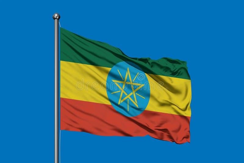 Vlag die van Ethiopië in de wind tegen diepe blauwe hemel golven Ethiopische vlag stock fotografie