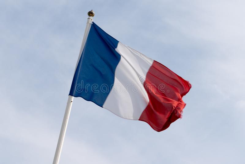 Vlag die van Frankrijk over een wolkenhemel golven stock afbeelding