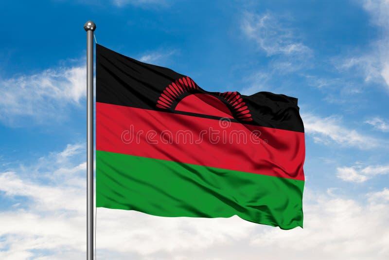 Vlag die van Malawi in de wind tegen witte bewolkte blauwe hemel golven Van Malaui vlag royalty-vrije stock foto's