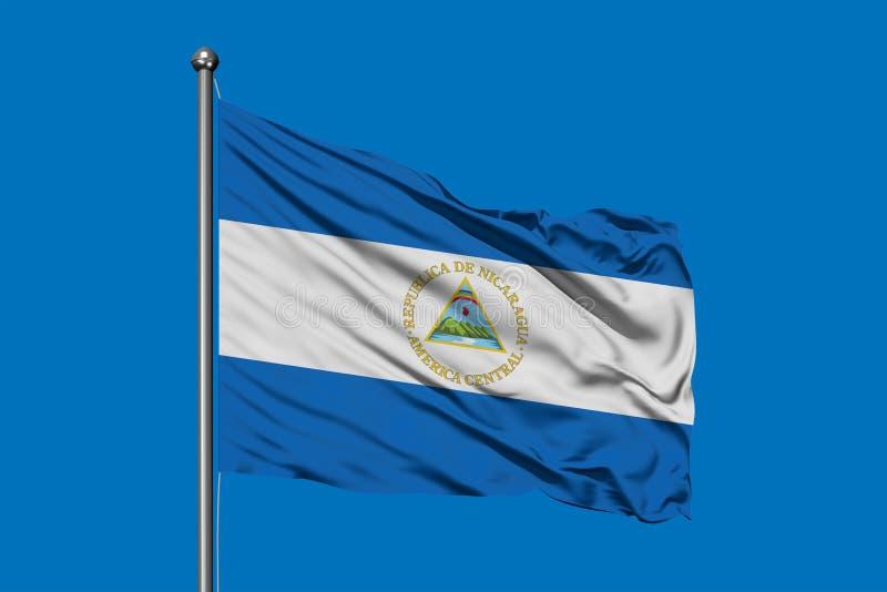 Vlag die van Nicaragua in de wind tegen diepe blauwe hemel golven Nicaraguan Vlag stock afbeeldingen